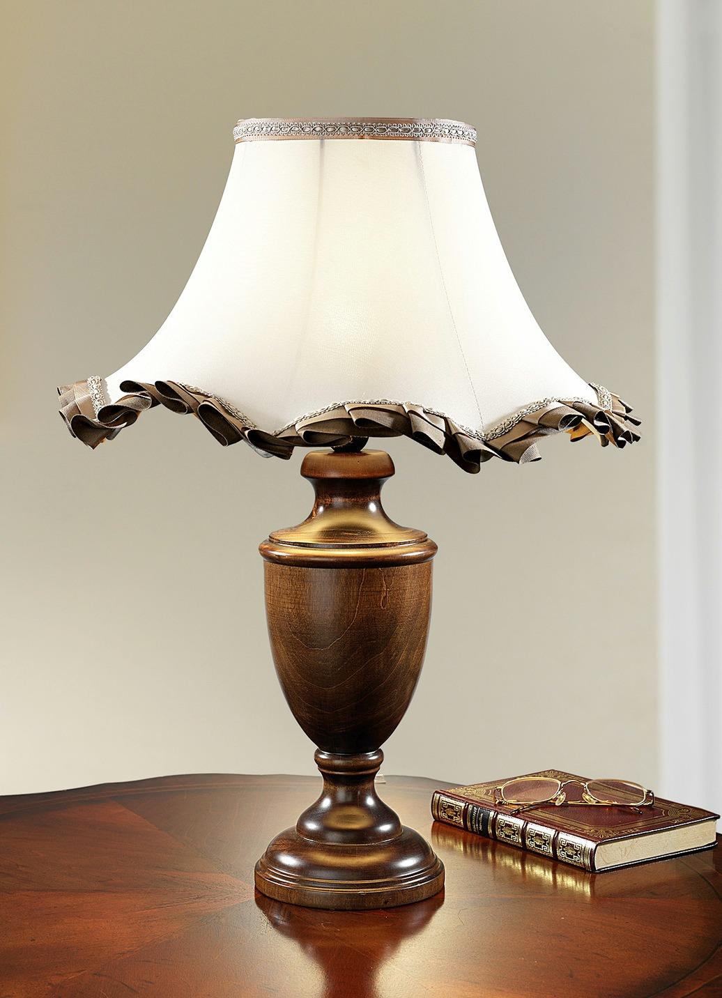tischleuchte mit zauberhaftem schirm aus stoff lampen. Black Bedroom Furniture Sets. Home Design Ideas