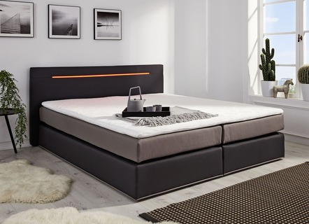 Boxspringbett mit Topper und LED-Beleuchtung
